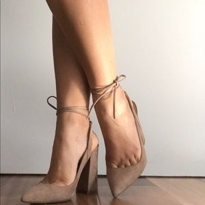 Guess- nude square hill pump size 7M